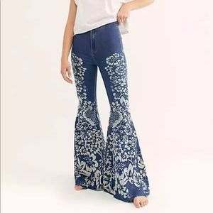 FREE PEOPLE BELL BOTTOM JEANS THAT WILL ROCK YOU!